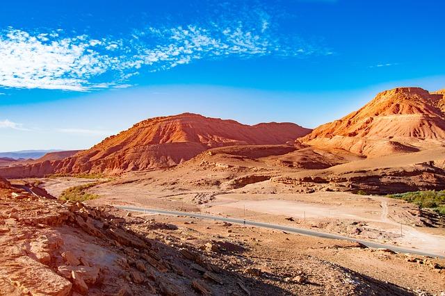fietsen in Marokko door de woestijn