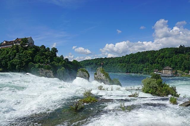 Rheinfall waterval bij Schaffhausen