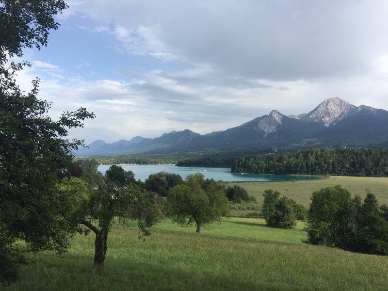 Faakersee bij Villach halverwege de Alpe Adria Route