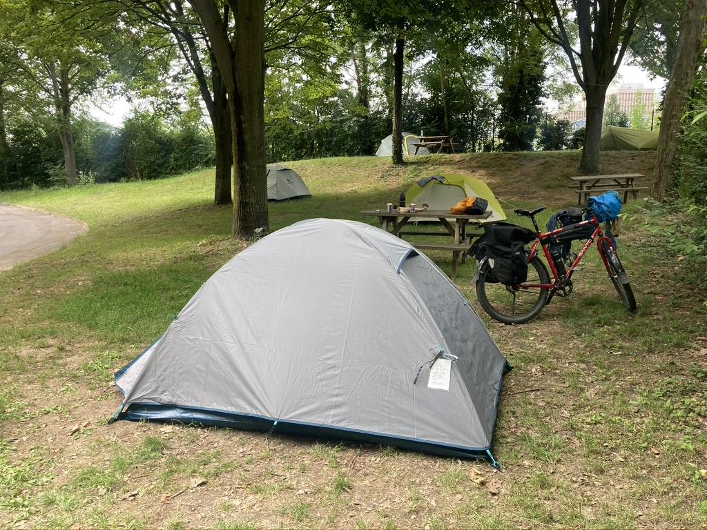 Camping de Paris bij Bois de Boulogne.