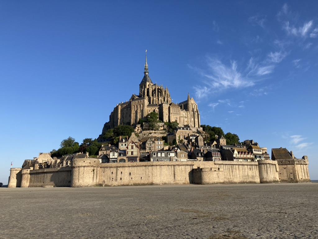 Mont Saint Michel in de ochtendzon