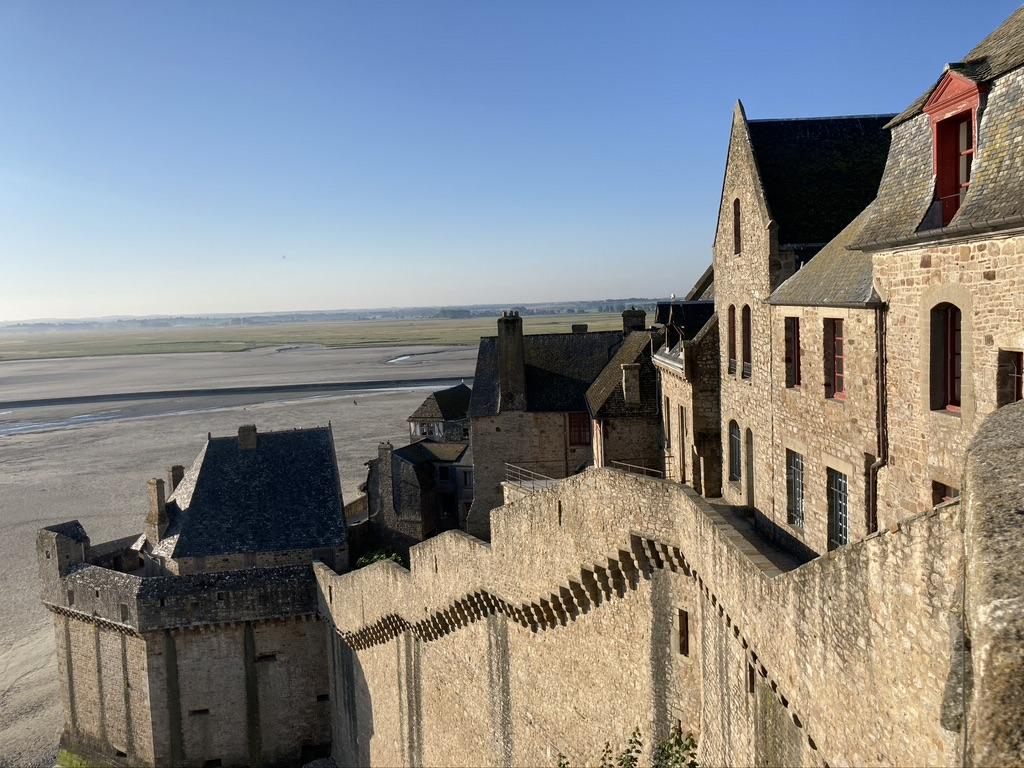 wandelen over muren Mont Saint Michel